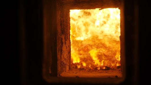 Foyer d'une des deux chaudières de la chaufferie biomasse de Sevran