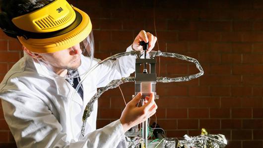 Installation d'un matériau céramique poreux