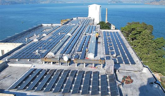 Le projet énergétique d'Alcatraz intègre un système de stockage de l'électricité produite par les panneaux photovoltaïques. (Courtesy of the National Park Service)