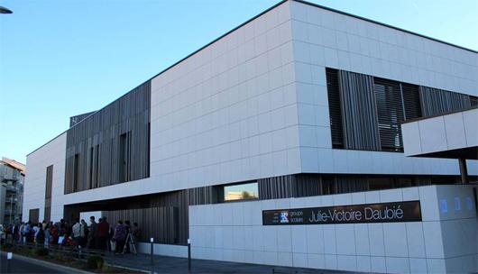La construction du groupe scolaire a bénéficié d'une subvention de 113 000 € de l'Ademe. (©gerardcollomb.fr)