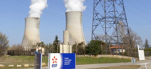 Dans la Drôme, EDF exploite 4 réacteurs nucléaires sur la centrale du Tricastin (©2012)