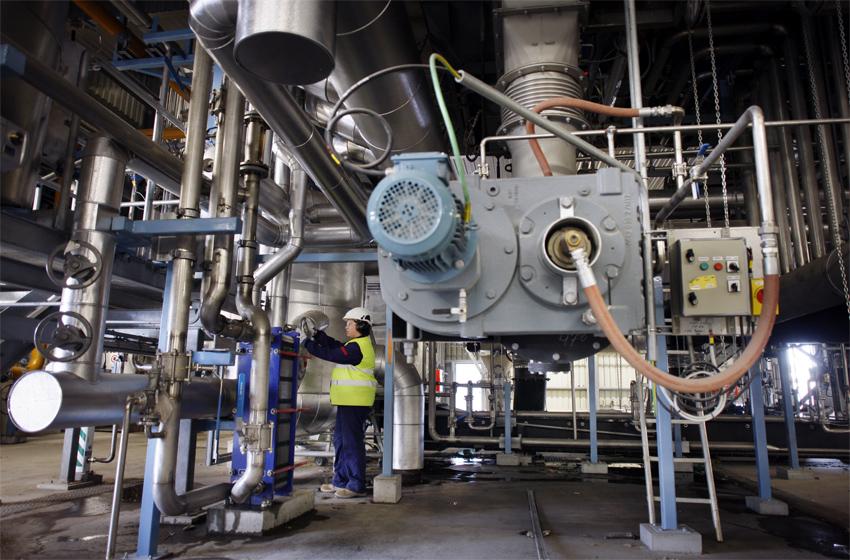 La vapeur à basse pression (issue de la détente) est récupérée et notamment utilisée par l'usine de papeterie pour sécher le papier. (©Phototheque VEOLIA - Rodolphe Escher)