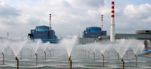 Les deux réacteurs  de la centrale de Khmelnitski en Ukraine