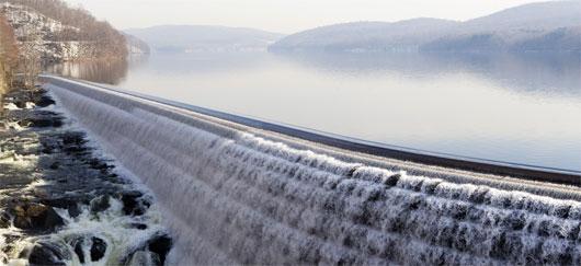 Énergie cinétique barrage hydraulique