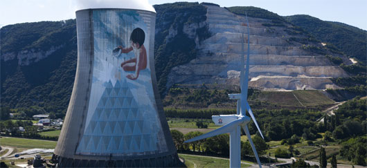 Réacteur nucléaire et éolienne