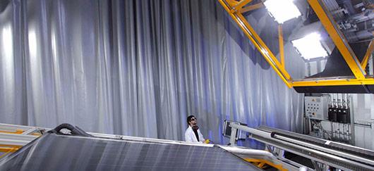 Banc d'ensoleillement artificiel pour test de performances des capteurs solaires thermiques (©CEA)