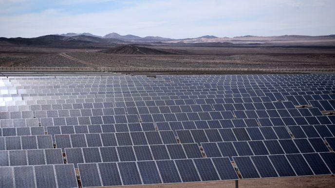Selon EDF, la centrale photovoltaïque de Boléro devrait produire près de 400 GWh par an. Cela signifie que le facteur de charge attendu du parc atteindrait un niveau record de 31,3%, contre près de 15% pour les installations photovoltaïques en France. (©EDF)