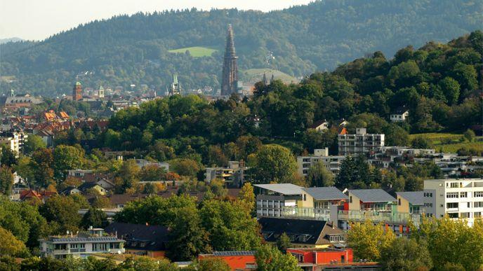 Zomm sur le quartier durable de la ville de freiburg im breisgau allemagne - Piscine foret noire le havre ...