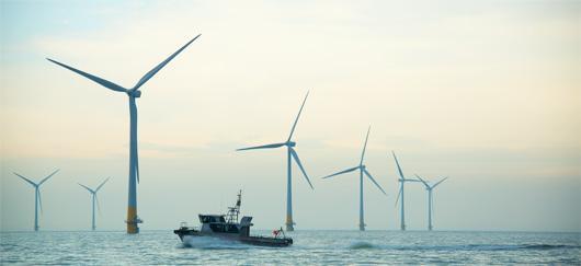 https://www.connaissancedesenergies.org/sites/default/files/styles/image_530_px_large/public/image_article/eoliennes-offshore.jpg?itok=nOSefa_T